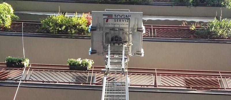 Noleggio elevatori esterni scale aeree