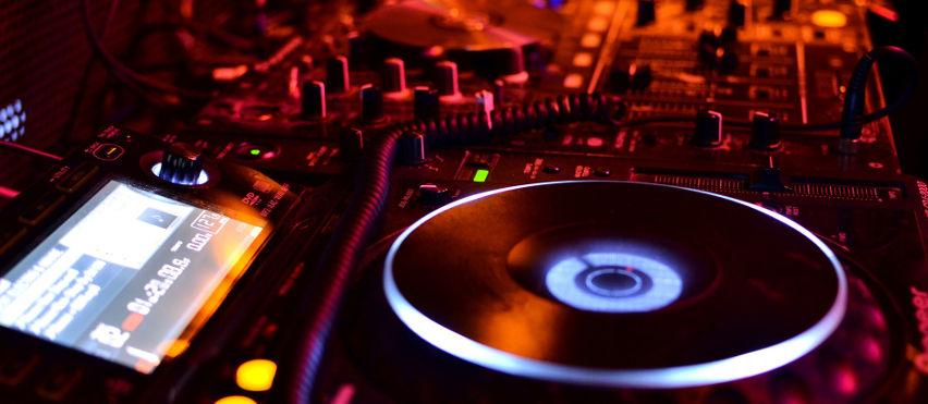 Trasporto bus discoteca Brescia. Noleggio pullman per feste e discoteche Brescia e provincia. Noleggio bus per feste
